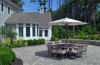 Patio Landscaping: 9 Dos and Don'ts