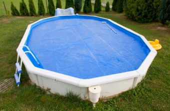 Choose the Right Pool Cover: 12 Key Factors