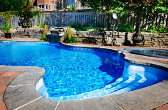 Pros and Cons of Backyard Pools