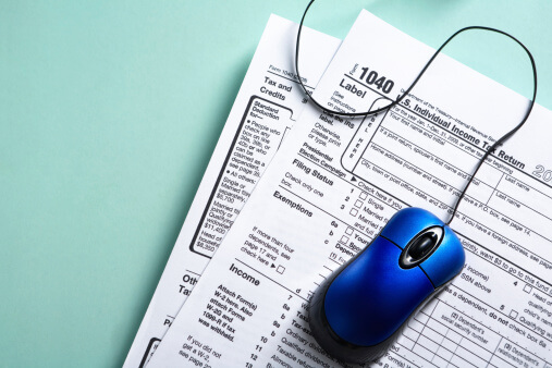 Pros and Cons of Filing Taxes Online