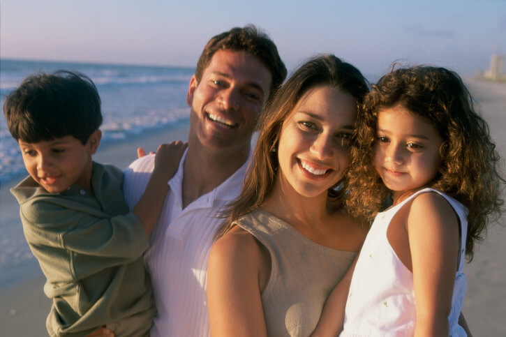 Parents with son and daughter (4-5, 6-7) on beach