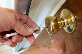 Finding a 24‐Hour Locksmith