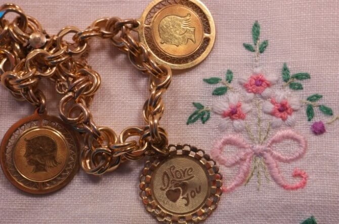 What is Mother's Jewelry