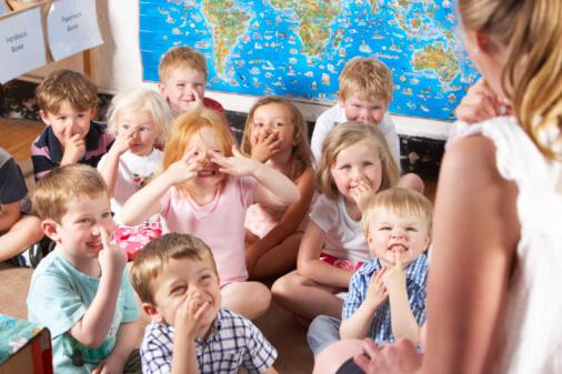class full of children and teacher