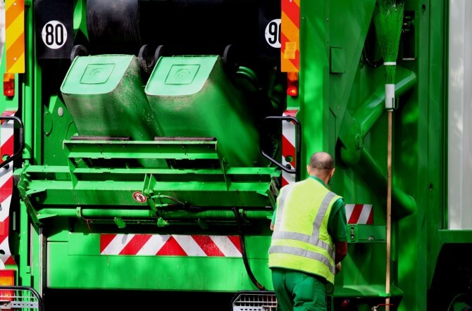 How Does A Trash Compactor Work how do trash compactors work? | enlighten me