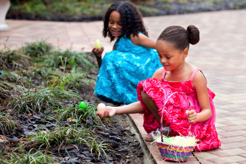 Top 3 Tips for the Perfect Easter Egg Hunt - Girls and Easter Eggs - Girls with Easter Eggs