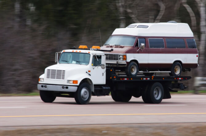 5 Towing Situations that Require a Flatbed