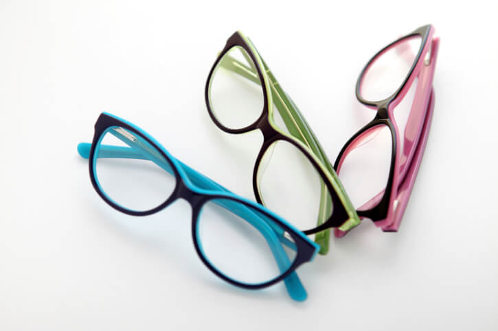 Buying Cheap Eyeglass Frames Online: Good Idea? | Enlighten Me