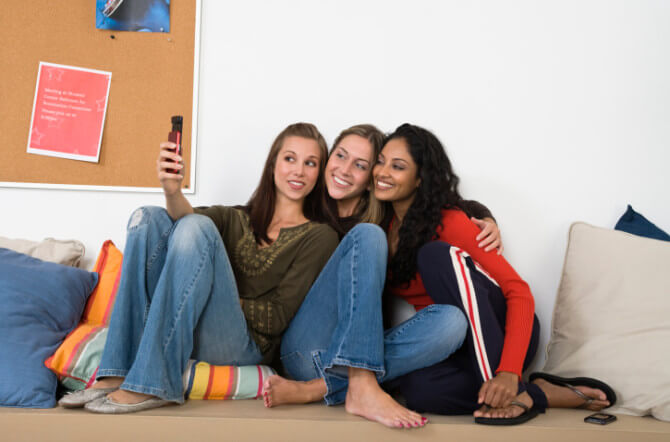 College Housing: Living With Friends vs. Random Roommates