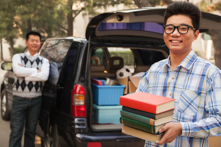 Going Away to College? 5 Tips for a Stress-Free Move-In