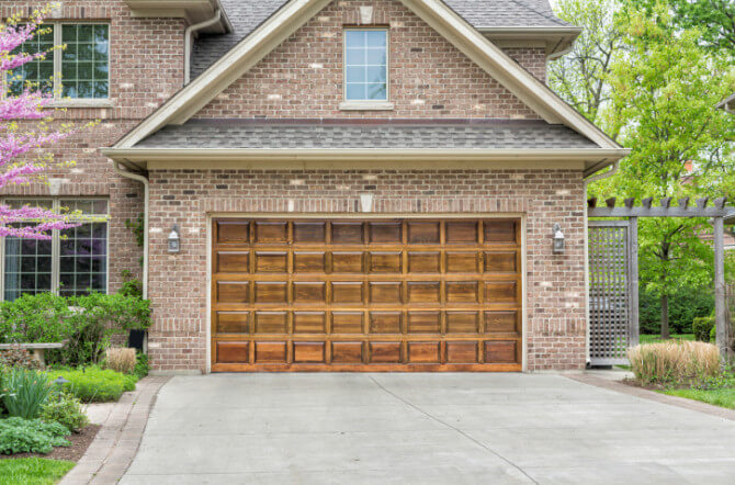 How To Choose The Best Replacement For Your Garage Door