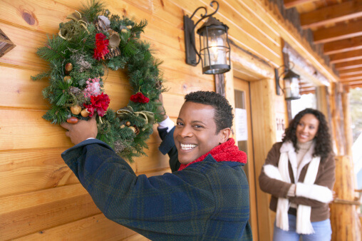 6 Handy Gadgets for Hanging Wreaths